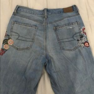 High waisted mom jeans with flower embroidery
